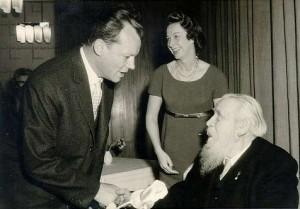 Willy Brandt gratuliert Rudolf Wissel zum Geburtstag