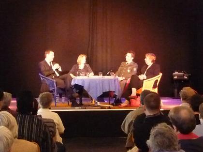 Gäste auf dem Podium: Polizei und Politik