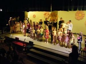 Alle Mitwirkenden beim Sommerkonzert auf der Bühne