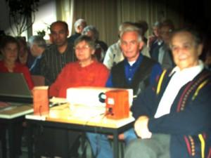 Die Kreativ AG am Pult - Frau Steinborn, Frau Remmert, Herr Kolbe, Herr Brückner, dahinter Mehmet Yassar