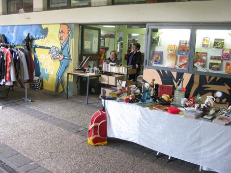 Auch die Stadtteilbibliothek machte mit beim Flohmarkt