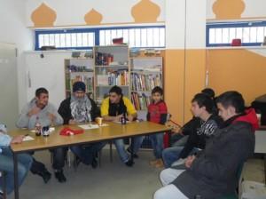 Die Mannschaft der Jungen Männer, hier noch bei der Diskussion über Gleichberechtigung, die direkt vor dem Wettbewerb stattfand