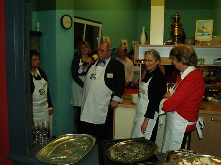 Eine Liveschaltung in die Küche zur Ansprache des Kochs und Bezirksbürgermeisters Birkholz
