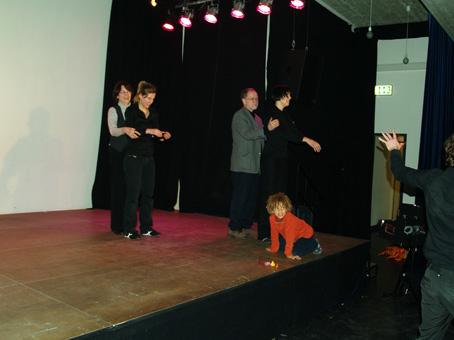 Auch auf der Bühne durften Gäste sich mal als Puppenspieler versuchen