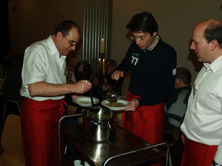 """Über Parteigranzen hinweg wird von Politikern eine Suppe """"eingebrockt"""", die von den Gästen gerne ausgelöffelt wird"""