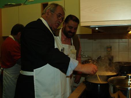 Dem Koch mal über die Schulter schauen, auch wenns ein Bürgermeister ist
