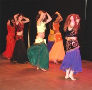 """Am Samstag 9.1. können wieder Orientalische Tänze im GEMISCHTES einstudiert werden (Foto vom Abschluss """"Tanz der Kulturen"""")"""