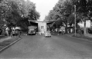 Der Grenzkontrollpunkt auf der Heerstraße. Aufnahme nach 1951 oder davor? Auch diese Frage wird am 10.2. ab 15 Uhr beim Geschichtstreff im Gemischtes besprochen