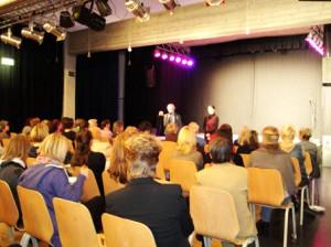 Bei der Begrüßung: Gabriele Fliegel vom Wirtschaftshof und Sylka Heuer vom Gemischtes