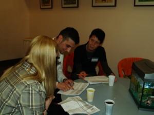 Die Jury bei der Beratung im Nebenraum: Nicole Anders, Alican Beyaz und Christiane Hirschfelder
