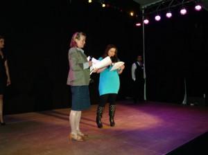 Die Preisverleihung übernahm Denise von der DAF-Jugend und Petra Sperling vom Gemeinwesenverein