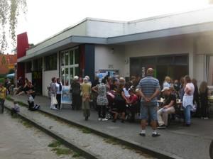 Großer Andrang: Unser Stadtteil feiert! - ein Riesenerfolg, Dank vieler Helferinnen und Helfer