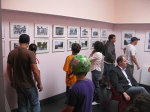 """In der Ausstellung """"Staaken gestern und heute"""" sind Motiven aus den ersten Jahren und  der Zeit vor dem Bau der Großsiedlung entsprechende Bilder von heute gegenübergestellt."""