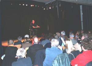 Kein Stuhl blieb leer, kein Auge trocken - bei Martin Buchholz im Gemischtes