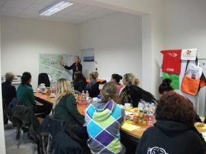 Cornelia Dittmar vom QM Heerstraße erläutert die Schwerpunkte der Arbeit in der Großsiedlung