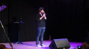 Marlon überzeugte das Publikum davon, dass  Beatboxing Rhythmus und Melodie einer ganzen Band vermitteln kann und setzte mit Beatbox plus Klavier noch ein Highlight