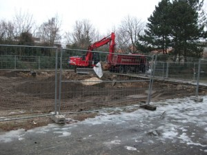 Der ehem. Badmintonplatz wird beseitigt und es entstehen Spiel- und Aufenthaltsflächen für Klein und Groß