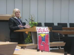 Staatsekretärin Hella Dunger-Löper begrüßt die Quartiersräte
