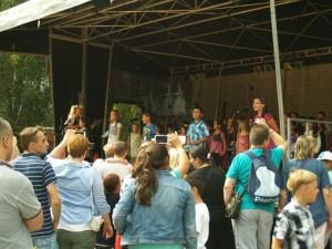 """Häufigster """"Gast"""" auf der Bühne, mit Klassen, AGs oder Chor, die Musiklehrerin der """"Morgenstern"""" Frau Praetz"""