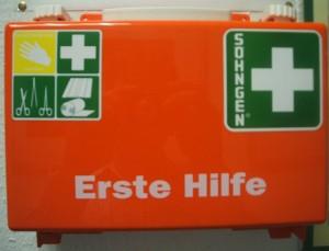 """1-Hilfe-Kasten_2007_Foto """"Alter_Fritz""""_Wikimedia Commons"""