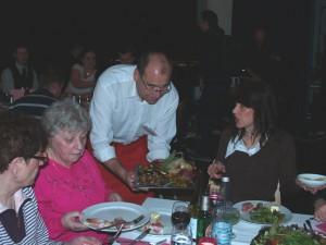... Buffet und Service am Tisch von Stadtrat Hanke oder anderen Bezirksgrößen