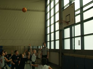 Verdammt hoch der Basketballkorb!