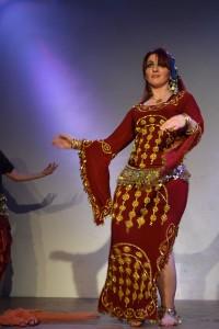 Musikalisch begleitet von Moustafa: Bauchtanz der Folkloregruppe von Asmahan Er