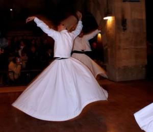 Wikimedia gemeinfrei_Boninho own work_Derviches, Saruhan, Turkey, Dec. 2004