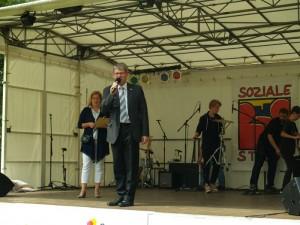 Kam vorbei, mit den besten Wünschen fürs Stadtteilfest - Bürgermeister Helmut Kleebank