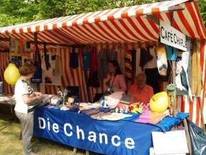 """Viel (Selbst-)Gestricktes und Genähtes bei """"Die Chance"""" und Café Charlie"""