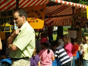 Mit dabei beim Stadtteilfest, Bernd Jaeke, Schulleiter der GS am Amalienhof, nur ein Tag vor dem Jubiläums-Schulfest