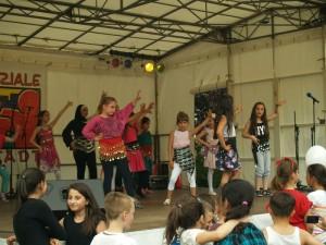Zwei Tänze und ein Lied boten die Kinder der Grundschule am Birkenhain