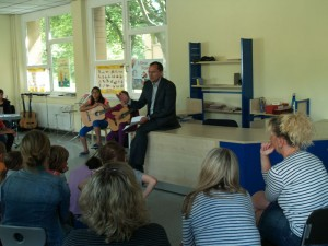 Informierte über die Förderung der Rotarier von Landminen, Kinderlähmung bis Leseförderung etc. und lud drei Klassen zum Kindertag ein. Dr. Karsten Derks
