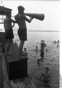 Bundesarchiv_Bild_102-00651,_Berlin,_Strandbad_Wannsee 1926_Wikimedia Commons