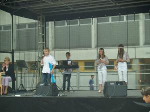 .. Spot an! Tim moderiert die ABBA-Show der 6b