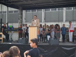 Mit Dank an Kollegen, Schüler, Eltern und mit Wünschen für die nahe Zukunft - Schulleiter Bernd Jaeke
