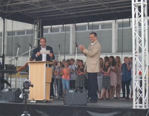Ein Geschenk zum Fest, Stadtrat Hanke und Bernd Jaeke