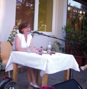 """Ruza Kanitz: 2013 mit """"Polenta und Milchkaffee"""" auf dem Bürgersteig"""