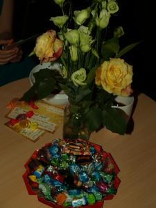 Ein ganzer Karren voller Süßigkeiten landete in den Taschen der Kinder und auf den Tellern