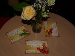 .. und Tische - u.a. mit Glückwunschkarten von Swen Schulz und Raed Saleh