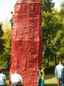 Ein Highlight beim FiZ-Fest: der Kletterturm vom Sport Jugend Club Wedding