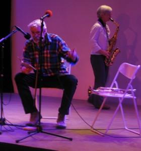 Mit Trompete und Lyrik auf der Bühne des Gemischtes im Juni 2011 - zusammen mit Brigitte Stenner (Saxofon)
