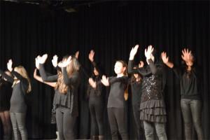 die Mädchen der 5 b bei ihrem Tanz