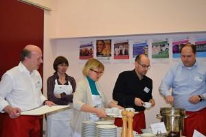 Noch Suppe da! Frank Bewig, Carsten Röding, Dr. Gabriele Schlümper, Heike Holtz und Kai Wegner (v. r)