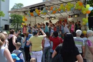 Bewegte Schule - bewegtes Fest, auf der Bühne, die Gs am Amalienhof
