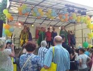 """und mit """"Kalinka"""" die Folkloretanzgruppe von Frau Gorbazov"""