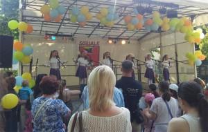 Russische Lieder von der Kindergruppe ..