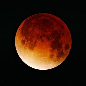 Lunar-eclipse-09-11-2003_Oliver Stein_GFDL-free license (Wikimedia)