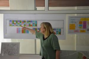 Christiane Serbser erläutert die Fach- und Praxismodule des Qualifizierungsplans