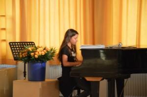"""... das Können am Klavier (""""ich tu so als ob ein Klavier hier wäre"""")"""